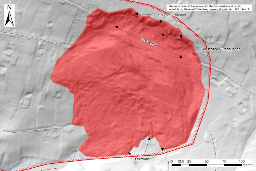 Digitales Geländemodell, in welchem mittig eine Rutschung als rote Fläche und dunkelrote Linie eingezeichnet ist. Rechts oben ist Beschriftung, links oben ein Nordpfeil und rechts unten ein Maßstab.