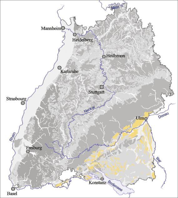 Blick auf eine Übersichtskarte von Baden-Württemberg. Farbig abgesetzt (gelb) ist der Ausstrich der Molasse im Bodenseeraum bis Ulm.