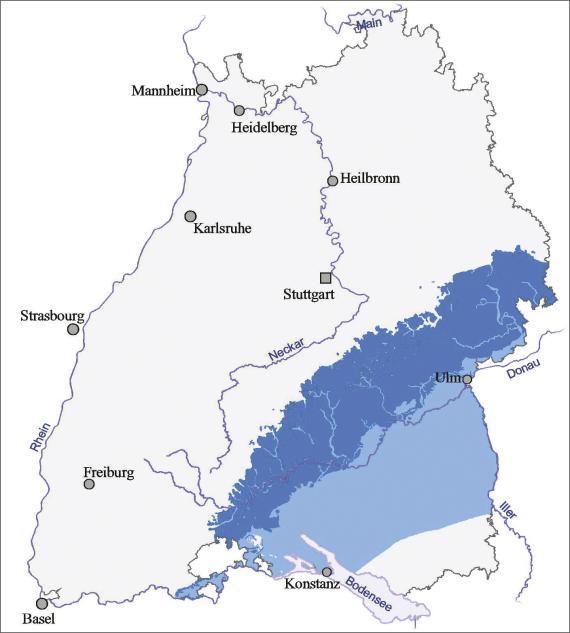 Blick auf eine Übersichtskarte von Baden-Württemberg mit Verbreitung und Ausstrich des Oberjura in schwäbischer Fazies, dargestellt mit unterschiedlichen Blautönen.