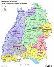 Übersichtskarte von Baden-Württemberg mit Lage und Daten der Gewinnungsstellen von Rohstoffen, Stand 2019. Die einzelnen Regionen sind unterschiedlich eingefärbt, ebenso die Lagepunkte.