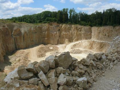 Die unterschiedliche nutzbare Mächtigkeit im Steinbruch Eigeltingen ist auf das Paläorelief zurückzuführen.